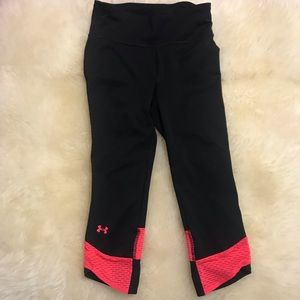 under armour black and neon pink cropped leggings